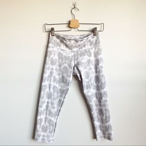 Onzie Cropped Leggings Leopard Grey Print Small XS